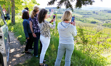 Taking photos in Tuscany SWT 375