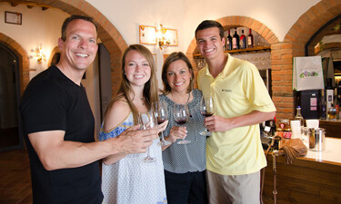 Family Wine Tasting in Tuscany 01