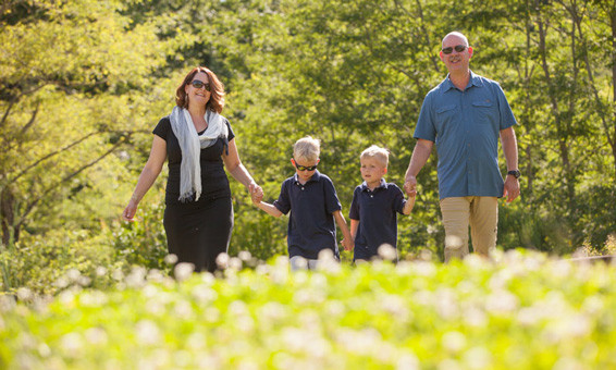 Family photographer photo session in Tuscany